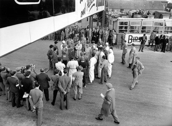 1948 British Grand Prix.Silverstone, Great Britain.2nd October 1948.Drivers briefing held under the main start-line bridge.World Copyright - LAT Photographic.Ref: C23345.
