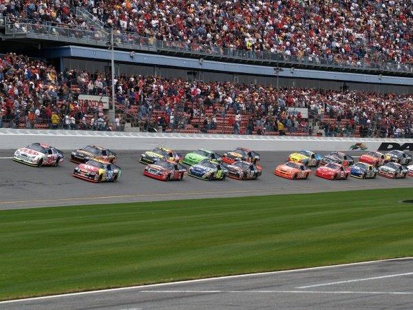 Start Of The First Gatorade Duel NASCAR Nextel Cup Duels Daytona International