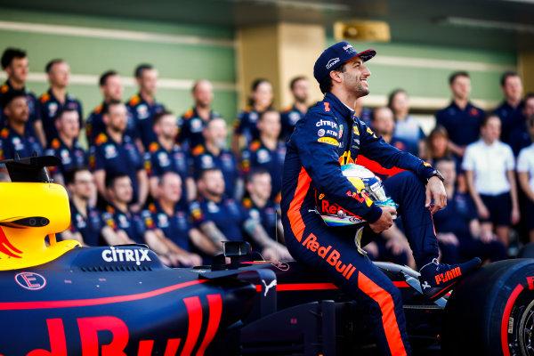 Yas Marina Circuit, Abu Dhabi, United Arab Emirates. Sunday 26 November 2017. Daniel Ricciardo, Red Bull Racing. World Copyright: Andy Hone/LAT Images  ref: Digital Image _ONY2665