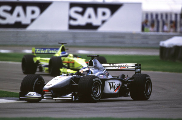 Indianapolis, Indiana, USA. 22-24 September 2000.Mika Hakkinen (McLaren MP4/15 Mercedes).Ref-2k USA A33.World Copyright - Coates/LAT Photographic