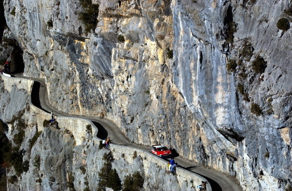 Colin McRae (GBR) / Derek Ringer (GBR) Citroen Xsara WRC winds along the narrow mountain roads on his way to second place on his debut for Citroen.World Rally Championship, Rd1, Monte-Carlo Rally, Day Two, Monte-Carlo, Monaco, 25 January 2003.DIGITAL IMAGE