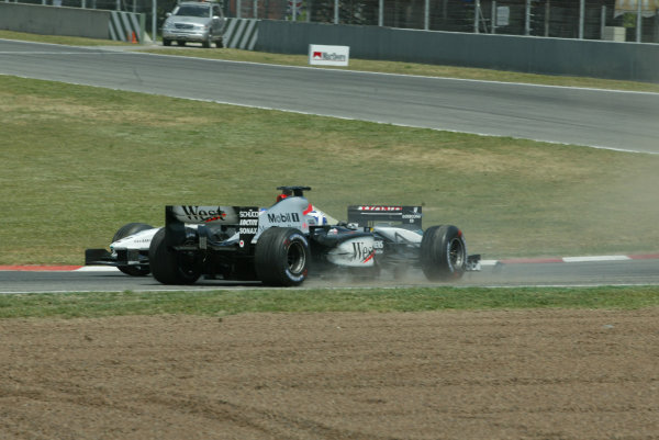 2003 Spanish Grand Prix - Sunday Race,Barcelona, Spain.4th May 2003.David Coulthard, West McLaren Mercedes MP4/17D, and Jenson Button, B-A-R Honda 005, collide.World Copyright LAT Photographic.ref: Digital Image Only.