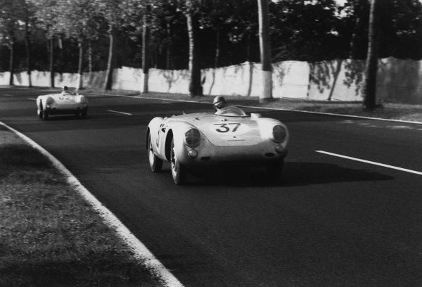 Le Mans, France. 11 - 12 June 1955.Helmut Polensky/Richard von Frankenberg (Porsche 550 RS Spyder), 4th position, leads Helmut Glockler/Jaroslav Juhan (Porsche 550 RS Spyder), 6th position, action. World Copyright: LAT Photographic.Ref:  302 - 20.