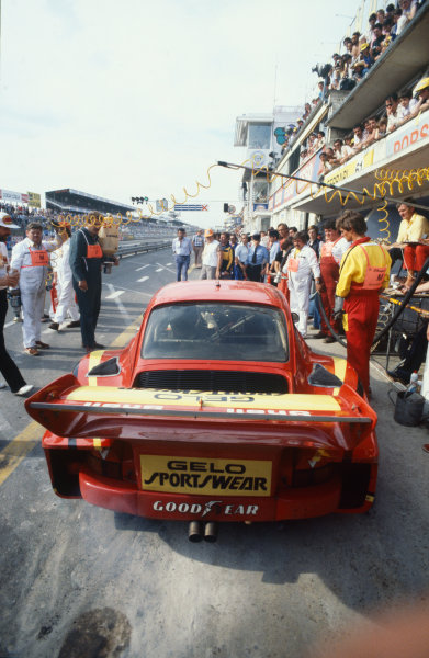 Le Mans, France. 9th - 10th June 1979.John Fitzpatrick/Jean-Louis Lafosse/Harald Grohs (Porsche 935), retired, in the pits, action.World Copyright: LAT Photographic.Ref: 79LM20.