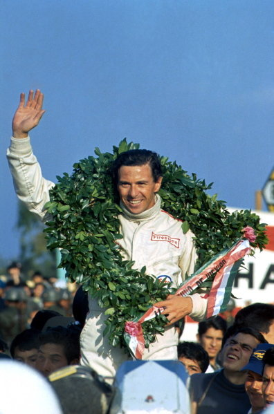 Jim Clark (GBR) Lotus won the race. Mexican Grand Prix, Mexico City, 22 October 1967. BEST IMAGE.