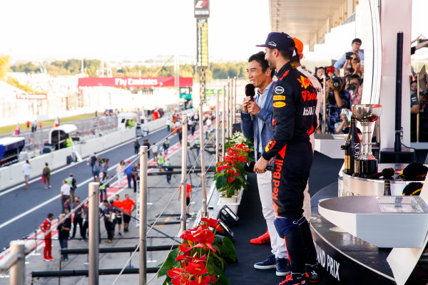 Suzuka Circuit, Japan. Sunday 8 October 2017. Takuma Sato interviews Daniel Ricciardo, Red Bull Racing, 3rd Position, Lewis Hamilton, Mercedes AMG, 1st Position, and Max Verstappen, Red Bull, 2nd Position, on the podium. World Copyright: Joe Portlock/LAT Images  ref: Digital Image _L5R0153