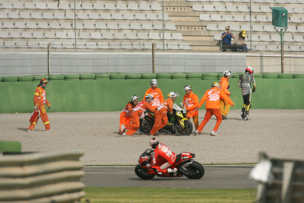 Spain Valencia Nov 05-07Ben Spies Monster Yamaha Tech 3 crashes out of FP1