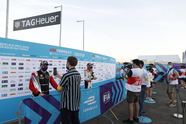 Oliver Rowland (GBR), Nissan e.Dams, Nissan IMO2, 1st position talks to the press