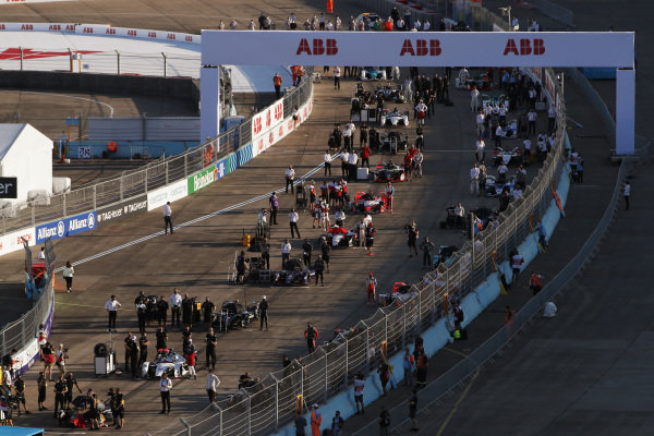 The teams on the grid
