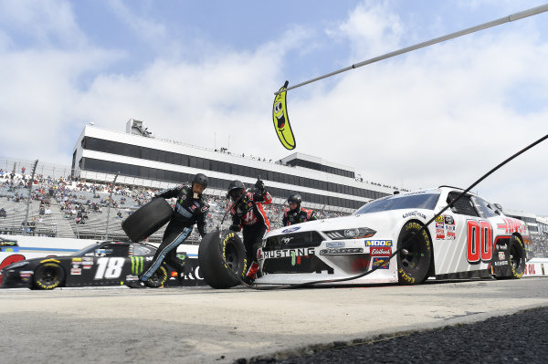 #00: Cole Custer, Stewart-Haas Racing, Ford Mustang Haas Automation, makes a pit stop