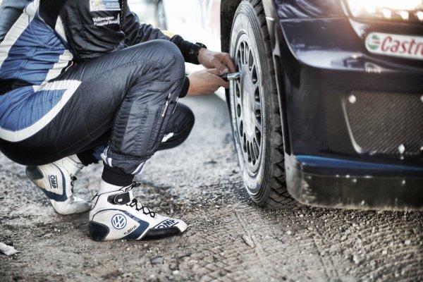 Ola Floene (NOR) Volkswagen Polo R WRC checks tyre pressures at FIA World Rally Championship, Rd12, RAAC Rally de Espana, Preparations and Shakedown, Costa Daurada, Catalunya, Spain, 22 October 2015.