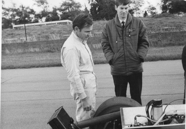 Goodwood testing, Goodwood, Sussex, Great Britain.Bruce McLaren (left) with CanAm designer Robin Herd.World - LAT Photographic