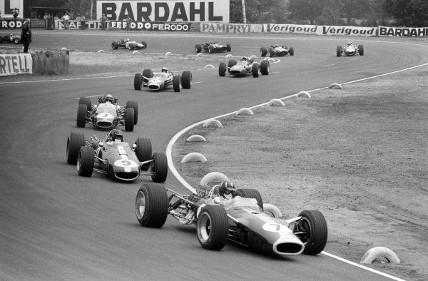 Graham Hill, Lotus 49 Ford leads Dan Gurney, Eagle T1G Weslake and Jack Brabham, Brabham BT24 Repco, Jim Clark, Lotus 49 Ford, and Chris Amon, Ferrari 312.