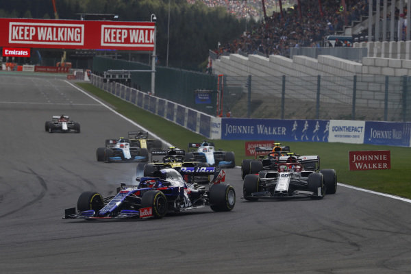 Daniil Kvyat, Toro Rosso STR14, leads Antonio Giovinazzi, Alfa Romeo Racing C38, Alexander Albon, Red Bull RB15, Nico Hulkenberg, Renault R.S. 19, and George Russell, Williams Racing FW42