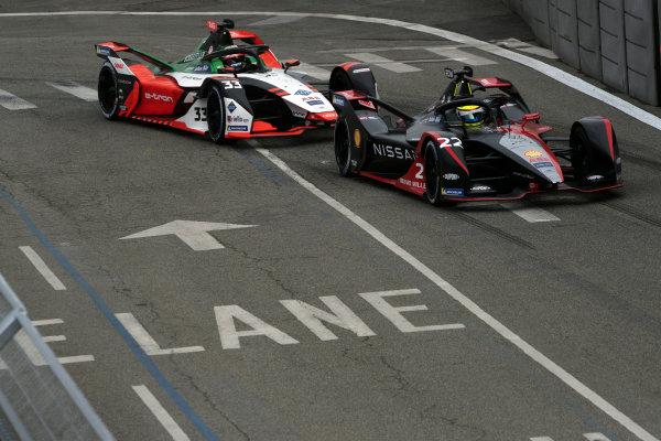 Oliver Rowland (GBR), Nissan e.Dams, Nissan IMO2, leads Rene Rast (DEU), Audi Sport ABT Schaeffler, Audi e-tron FE07