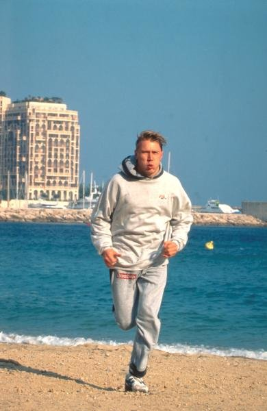 Mika Hakkinen (FIN) hard at it training on the beach. Formula One Drivers at Home Feature.Catalogue Ref.: 15-162.Formula One World ChampionshipSutton Motorsport Images Catalogue