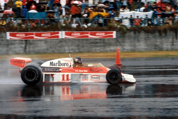 James Hunt (GBR) McLaren M23 overcame the terrible race conditions and a puncture late in the race to take third position and the four points necessary to take his first and only World Championship title. Japanese Grand Prix, Rd 16, Fuji, Japan, 24 October 1976.