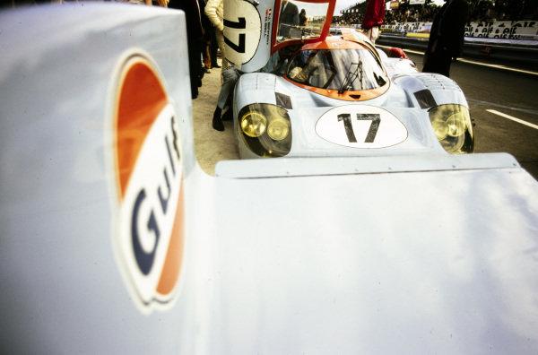 Jo Siffert / Derek Bell, John Wyer Automotive Engineering, Porsche 917 LH, in the pits.