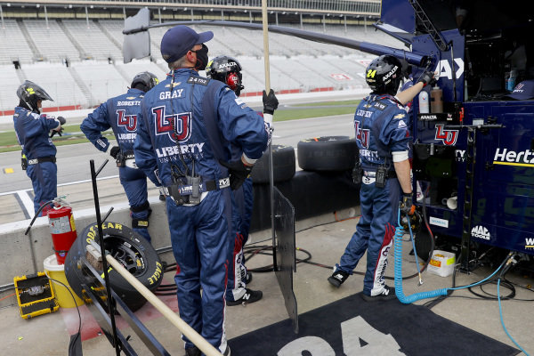 Pit crew members of William Byron, Hendrick Motorsports Chevrolet Liberty University, Copyright: Chris Graythen/Getty Images.