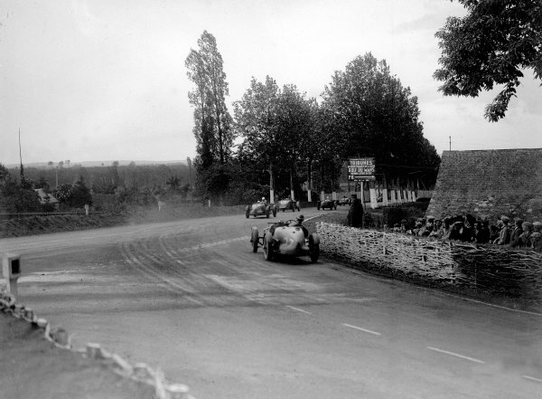 1935 Le Mans 24 hours.Le Mans, France. 15-16 June 1935.Anne-Rose Itier/Robert Jacob (Fiat 508S Ballila, number 45) leads unknown, Raymond Sommer/d'Edrez de Sauge (Alfa Romeo 8C), Clifton Penn-Hughes/Thomas Fotheringham and John Elwes/Mortimer Morris-Goodall (both Aston Martin Ulster).Ref-Motor 729/3.World Copyright - LAT Photographic