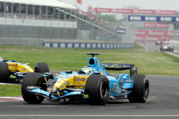 2005 Canadian Grand Prix - Sunday Race,Montreal, Canada 12th June 2005Giancarlo Fisichella, Renault R25. Action. World Copyright: Lorenzo Bellanca/LAT Photographic ref:Digital Image Only (a high res version is available on request)