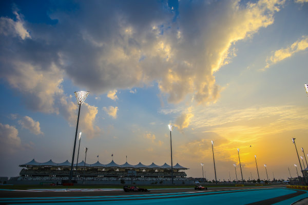 Yas Marina Circuit, Abu Dhabi, United Arab Emirates. Friday 25 November 2016. Daniil Kvyat, Toro Rosso STR11 Ferrari. World Copyright: Charles Coates/LAT Photographic ref: Digital Image AN7T3056