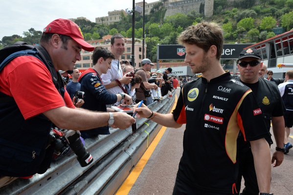 Romain Grosjean (FRA) Lotus F1 signs autographs for fans. Formula One World Championship, Rd6, Monaco Grand Prix, Preparations, Monte-Carlo, Monaco, Wednesday 21 May 2014.