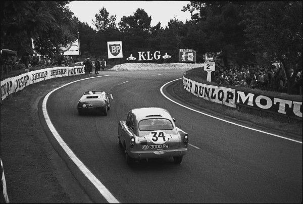 Le Mans, France. 10th - 11th June 1961.Peter Harper/Peter Proctor (Sunbeam Alpine Harrington), 16th position, follows Teodoro Zeccoli/Jean Vinatier (Fiat Abarth 700S Spyder), retired, action. World Copyright: LAT Photographic.Ref:  9219H - 5A.