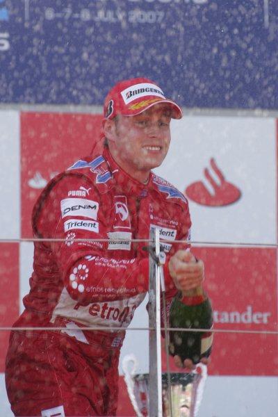 2007 GP2 Series Round 5. Silverstone, England. 8th July 2007. Sunday Race.Adam Carroll (GBR, Petrol Ofisi FMS International) celebrates victory. World Copyright: Alastair Staley/GP2 Series Media Service.ref: Digital Image IMG_2514