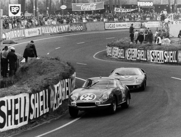 Le Mans, France. 18th - 19th June 1966. Piers Courage/Roy Pike (Ferrari 275 GTB), 8th position, leads Ronnie Bucknum/Dick Hutcherson (Ford GT40 Mk II), 3rd position, action. World Copyright: LAT Photographic.Ref:  L66 - 382-20.
