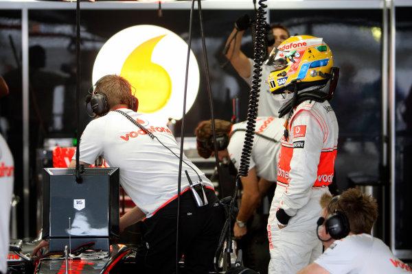 Suzuka Circuit, Suzuka, Japan.2nd October 2009.Lewis Hamilton, McLaren MP4-24 Mercedes. Portrait. Helmets. World Copyright: Glenn Dunbar/LAT Photographic ref: Digital Image _MG_6478