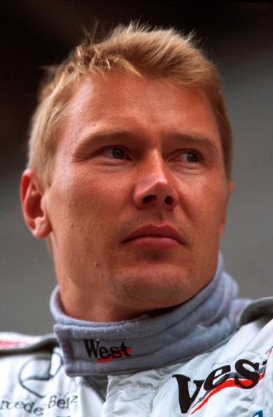 Suzuka, Japan.6-8 October 2000.Mika Hakkinen (McLaren Mercedes) 2nd position.World copyright - LAT Photographic