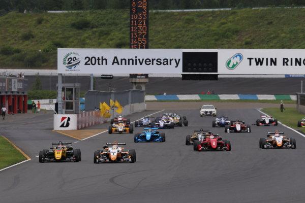 2017 Japanese Formula 3 Championship. Motegi, Japan. 29th - 230th July 2017. Rd 14 15 & 16. Rd14 Start of the race action World Copyright: Yasushi Ishihara / LAT Images. Ref: 2017JF3_R14_16_01
