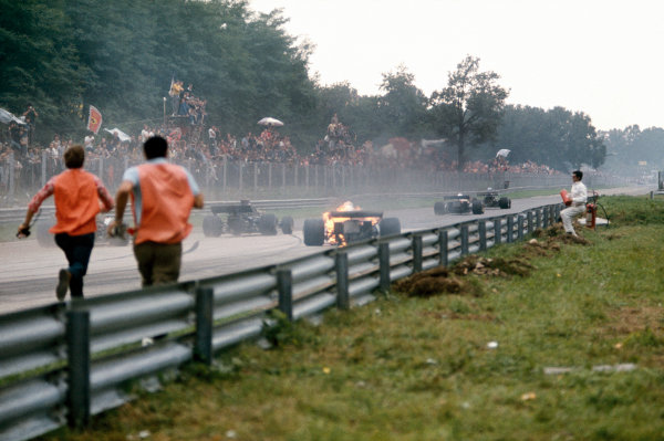 Monza, Italy.8-10 September 1972.Clay Regazzoni's (Ferrari 312B2) bursts into flames after he came through the Roggia Chicane, action. World Copyright: LAT Photographic.Ref:  72ITA32.
