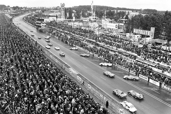 1968 Le Mans 24 Hours. Le Mans, France. 28 - 29 September 1968. Start of the race, action.  World Copyright: LAT Photographic