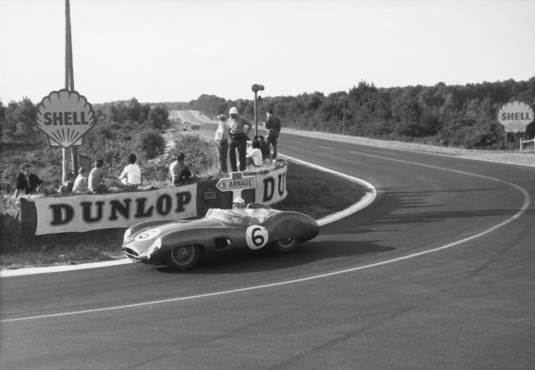 Le Mans, France. 20-21 June 1959.Maurice Trintignant (pictured)/Paul Frere,(Aston Martin DBR1/300), 2nd position, action.World Copyright: LAT PhotographicRef: Autosport b&w print