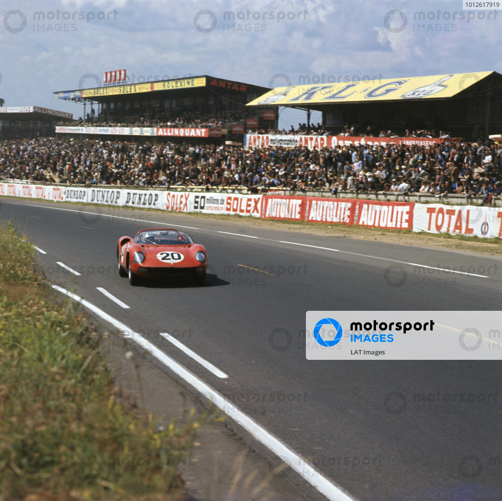 Le Mans, France 20th - 21st June 1964.Nini Vaccarella/Jean Guichet (Ferrari 275 P), 1st position, action. World Copyright: LAT PhotographicRef: 3/1271