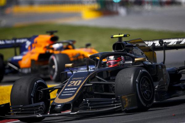 Kevin Magnussen, Haas VF-19 leads Carlos Sainz Jr., McLaren MCL34