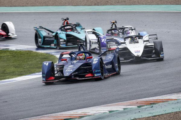 Robin Frijns (NLD), Envision Virgin Racing, Audi e-tron FE07, leads Edoardo Mortara (CHE), Venturi Racing, Silver Arrow 02, Jake Dennis (GBR), BMW I Andretti Motorsport, BMW iFE.21, and Mitch Evans (NZL), Jaguar Racing, Jaguar I-TYPE 5