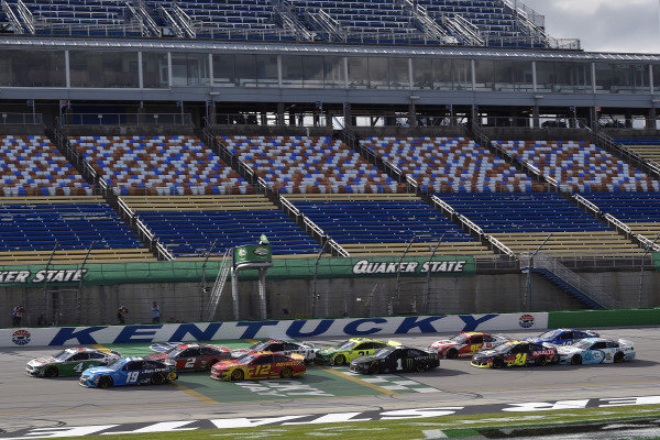#4: Kevin Harvick, Stewart-Haas Racing, Ford Mustang Hunt Brothers Pizza and #19: Martin Truex Jr., Joe Gibbs Racing, Toyota Camry Auto Owners Insurance