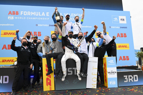 Race Winner Jake Dennis (GBR), BMW I Andretti Motorsport celebtrates with the BMW I Andretti Motorsport team on the podium with the trophy