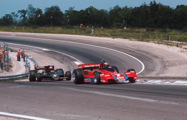 1977 French Grand Prix.Dijon-Prenois, France.1-3 July 1977.John Watson (Brabham BT45B Alfa Romeo) leads Mario Andretti (Lotus 78 Ford). Ref-77 FRA 22.World Copyright - LAT Photographic