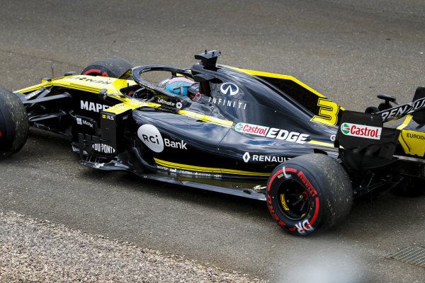 Daniel Ricciardo, Renault R.S.19, comes to a halt during practice
