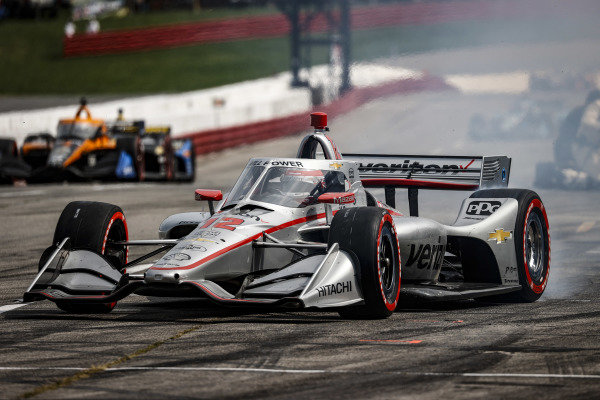 #12: Will Power, Team Penske Chevrolet, pit stop
