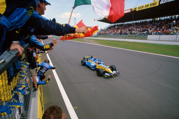 2005 European Grand Prix Nurburgring, Germany. 27th - 29th May. Fernando Alonso, Renault R25 crosses the line to take victory after Kimi Raikkonen, McLaren Mercedes MP4-20 crashed out on the last lap of the race. Action. World Copyright: LAT Photographicref: 35mm Image: 05Monaco03