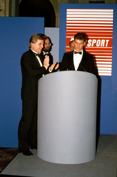 Cafe Royal, London, Great Britain. 4 January 1990.David Coulthard becomes the 1989 McLaren Autosport Young Driver of the Year with Steve Rider, Peter Foubister and Ron Dennis looking on, portrait.World Copyright: LAT PhotographicRef: Colour Transparency.