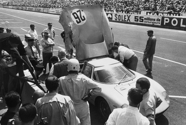 Le Mans, France. 19th - 20th June 1965.Pierre Dumay/Taf Gosselin (Ferrari 250 LM), 2nd position, pit stop and driver chamge, action. World Copyright: LAT PhotographicRef: B/WPRINT.
