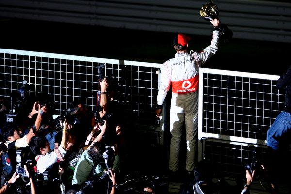 Suzuka Circuit, Suzuka, Japan.9th October 2011.Jenson Button, McLaren MP4-26 Mercedes, 1st position, celebrates with his trophy. Portrait.World Copyright: Andy Hone/LAT Photographicref: Digital Image CSP25804