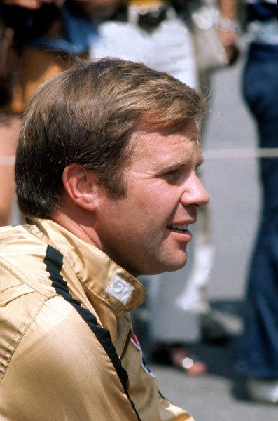 1972 Indycar Championship. Phoenix, Arizona, United States. Mark Donohue (McLaren M16B-Offenhauser), portrait. World Copyright: Murenbeeld/LAT Photographic ref: 35mm colour transparency.