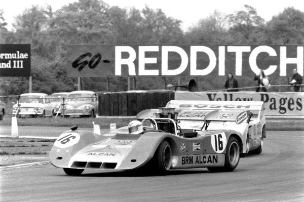 1972 Interserie Silverstone. Silverstone, Great Britain. 21st May 1972. Rd 3. Heat 1. Howden Ganley (BRM P167 - Chevrolet), retired, leads  Willy Kauhsen (Porsche 917 / 10), 8th position, action.  World Copyright: LAT Photographic.  Ref:  4499 - 00.